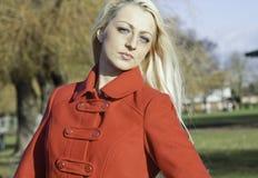 Schöne blonde Frau mit blauen Augen Stockbilder