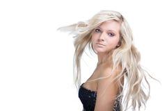 Schöne blonde Frau mit dem Haarflattern Lizenzfreies Stockbild