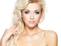 Schöne blonde Frau mit dem langen Haar Stockbild