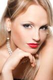 Schöne blonde Frau mit den roten Lippen Stockbild