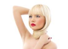 Schöne blonde Frau mit den roten Lippen Stockfotografie