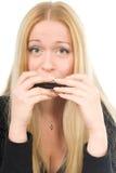 Schöne blonde Frau mit einer Harmonika Stockfotografie