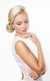 Schöne blonde Frau mit Frisur Lizenzfreie Stockfotos