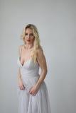Schöne blonde Frau mit grünen Augen Lizenzfreie Stockfotos
