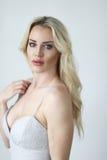 Schöne blonde Frau mit grünen Augen Lizenzfreie Stockbilder