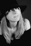 Schöne blonde Frau mit Hut Stockfoto