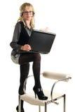 Schöne blonde Frau mit Laptop Lizenzfreies Stockbild