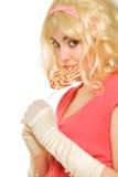 Schöne blonde Frau mit Lutscher Lizenzfreie Stockfotografie