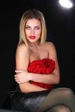 Schöne blonde Frau mit nackter Rückseite Stockbild