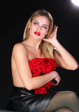 Schöne blonde Frau mit nackter Rückseite Stockfotos