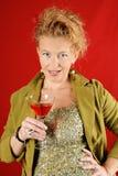 Schöne blonde Frau mit rotem Getränk Lizenzfreies Stockfoto