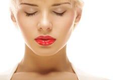 Schöne blonde Frau mit rotem Lippenstift Lizenzfreies Stockbild