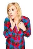 Schöne blonde Frau mit unverschämtem Ausdruck Lizenzfreie Stockfotos