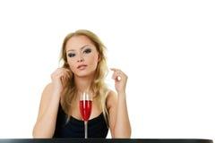 Schöne blonde Frau mit Wein Stockfotos