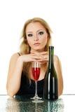 Schöne blonde Frau mit Wein Lizenzfreies Stockbild