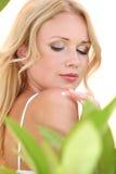 Schöne blonde Frau und Kosmetik Stockfoto
