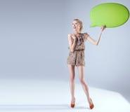Schöne blonde Frauenaufstellung Stockbilder