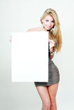 Schöne blonde Frauengriffkarte Stockbilder