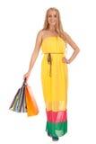 Schöne blonde Frauenholding-Einkaufenbeutel Lizenzfreie Stockfotos