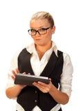 Schöne blonde Funktion mit ihrem Tablettecomputer Lizenzfreies Stockbild