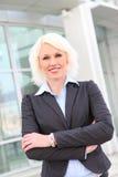 Schöne blonde Geschäftsfrau Lizenzfreie Stockfotografie