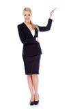 Schöne blonde Geschäftsfrau, die Kopienraum darstellt Lizenzfreie Stockfotografie