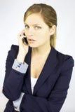 Schöne blonde Geschäftsfrau am Telefon Stockfoto