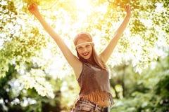 Schöne blonde Hippie in der Natur Lizenzfreies Stockfoto