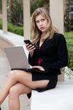 Schöne blonde Jahrgeschäftsfrau Lizenzfreie Stockfotografie