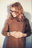 Schöne blonde Jugendliche in den Gläsern Lizenzfreies Stockbild