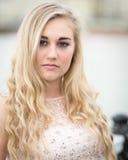 Schöne blonde Jugendliche mit blauen Augen Lizenzfreie Stockfotos