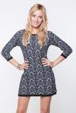 Schöne blonde junge Dame im Kleid Lizenzfreie Stockbilder