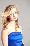 Schöne blonde junge Frau Lizenzfreies Stockfoto