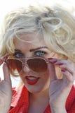 Schöne blonde junge Frau Lizenzfreie Stockfotografie