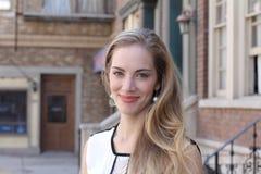 Schöne blonde junge Frau Lizenzfreie Stockfotos