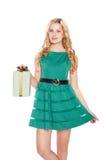 Schöne blonde junge Frau mit Geschenkbox. lizenzfreie stockfotos