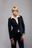 Schöne blonde junge Geschäftsfrau Stockfotos