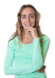 Schöne blonde kaukasische Frau mit blauen Augen Stockfoto