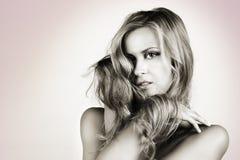 Schöne blonde lange Haarfrau Lizenzfreie Stockbilder