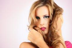 Schöne blonde lange Haarfrau Stockfotos