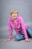 Schöne blonde modische ältere Dame Stockbild