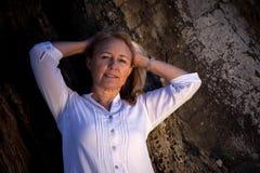 Schöne blonde reife Frau Lizenzfreie Stockfotos