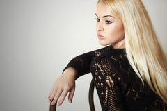 Schöne blonde traurige Frau in dress.posing-Mädchen Lizenzfreies Stockbild
