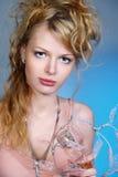schöne blonde und reizvolle Frau Lizenzfreies Stockbild