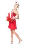 Schöne blonde Weihnachtsfrauen-Holdinggeschenke Stockfoto