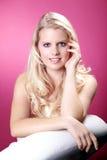 Schöne blonde wellnes Frau entspannt sich Stockfoto