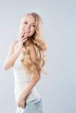 Schöne Blondine lizenzfreies stockbild