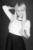 Schöne Blondine in einem Kleid Stockfotos