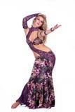 Schöne Blondine im aktiven arabischen Tanz stockfotografie
