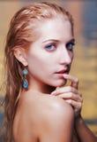 Schöne Blondine im Meer Stockfotografie